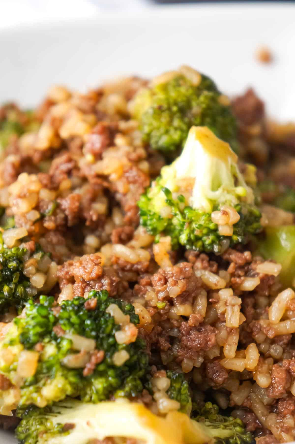 Honey Garlic Ground Beef and Rice with Broccoli is an easy ground beef dinner recipe loaded with instant rice and broccoli florets all tossed in honey garlic sauce.