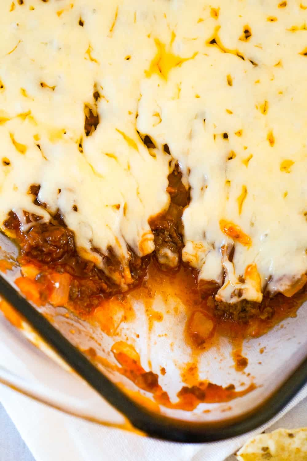 Sloppy Joe Dip is a delicious party dip recipe loaded with ground beef and dripping with melted cheese. This dip, with all the flavours of the classic sloppy joe, is perfect for dipping chips and crackers.