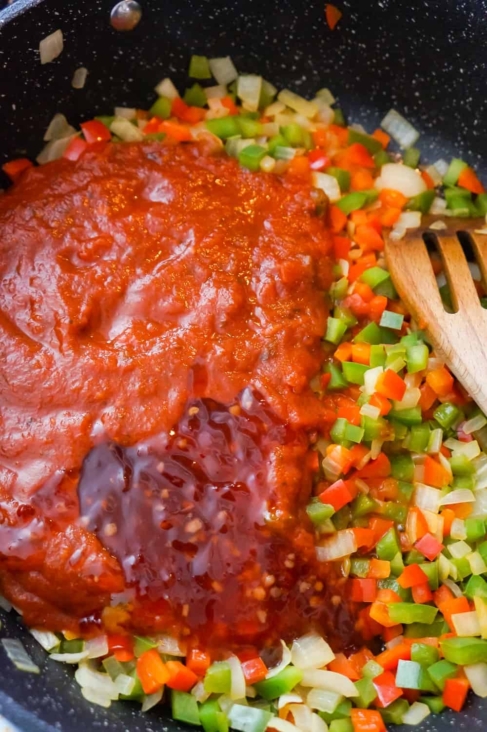 marinara sauce, sweet chili sauce, diced green peppers, diced red peppers and diced onions