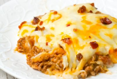 Bacon Cheeseburger Shepherd's Pie is an easy ground beef dinner recipe loaded with crumbled bacon, creamy mashed potatoes and shredded cheese.