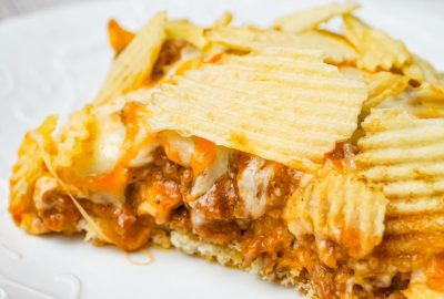 Cheeseburger Casserole with Potato Chips is an easy ground beef dinner recipe with a Bisquick base loaded with hamburger meat, diced onions, tomatoes and cheese all topped with ruffled potato chips.