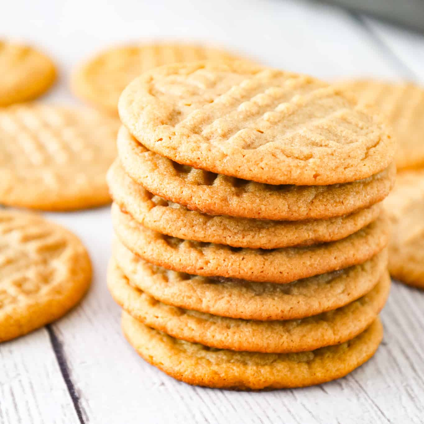3 Ingredient Peanut Butter Cookies are chewy and delicious peanut butter cookies made using just peanut butter, brown sugar and an egg.
