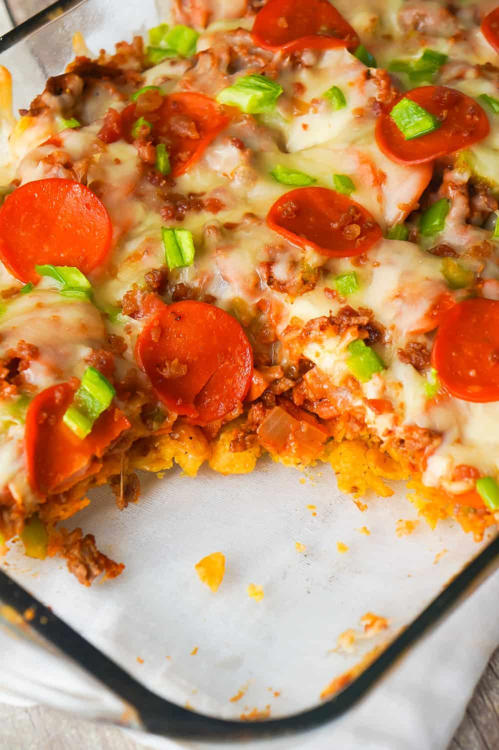 Pizza Frito Pie is an easy ground beef dinner recipe. This fun twist on the classic Frito pie is loaded with pepperoni, green peppers and bacon.