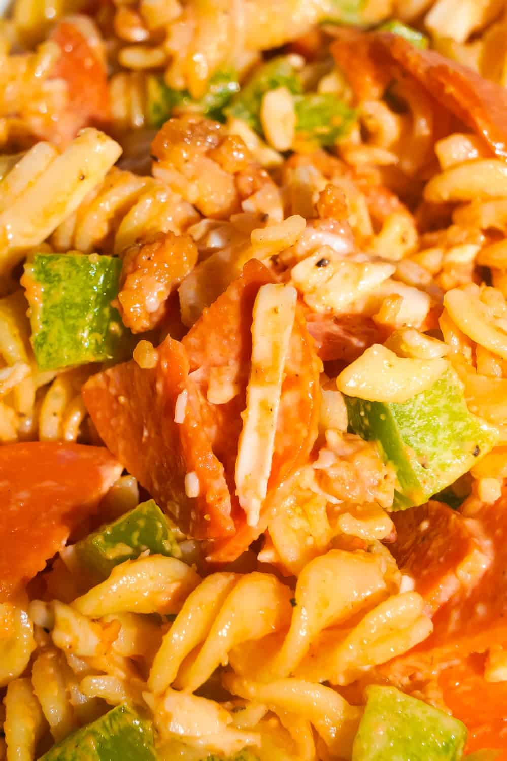 Pizza Pasta Salad is the perfect summer side dish. This pasta salad is loaded with pepperoni, bacon, green peppers and mozzarella cheese.